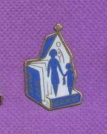 Rare Pins Eglise Jeanne D'arc Beaumont M777 - Ciudades