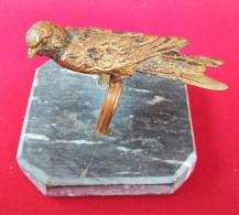 Oiseau Bronze Doré Sur Socle Marbre - Bronzi