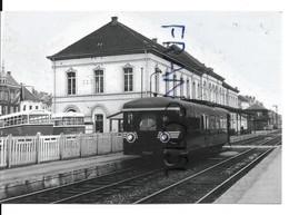 SNCB/ NMBS. Une Automotrice En Gare De Sint-Niklaas Vers 1950 - Trains