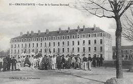 36)  CHATEAUROUX  -  Cour De La Caserne Bertrand - Chateauroux