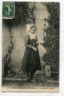 85 Coiffes Et Costumes Vendéens 127 Coll Guiller -  Le Capot à Canon  Jeune Fille Et Son Parapluie 1908 éc     D09 2019 - Non Classés