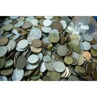 Environ 1 Kilo De Monnaies Du Monde En Vrac (envoi France Uniquement) - Altre Monete