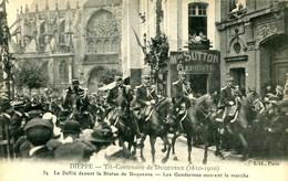 DIEPPE = Tri Centenaire De Duquesne = Le Défilé Devant La Statue ... Les Gendarmes    2519 - Dieppe