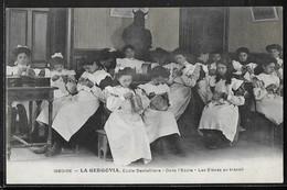 CPA 63 - Issoire, La Gergovia Ecole Dentellière - Dans L'école - Les élèves Au Travail - Issoire