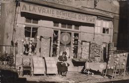 """LE PUY-en-VELAY  (Haute-Loire): Magasin """"A La Vraie Dentelle Du Puy"""" - Le Puy En Velay"""