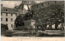 31ns 71 CPA - L'ECOLE DE SAINT CYR - LA COUR MARCEAU - St. Cyr L'Ecole