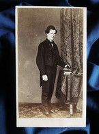 Photo CDV J. Tresorier à Alger - Second Empire Homme En Pied, Veste Queue De Pie, Circa 1860 L563 - Oud (voor 1900)