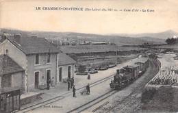 GARES Avec TRAIN - 43 LE CHAMBON DE TENCE La Gare ( Animation Train Arrivant En Gare ) CPA Village (2.520 H) Haute Loire - Stations With Trains