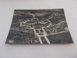 EGLETONS ( 19 Correze )  VUE AERIENNE  GROUPE ALBERT THOMAS ET STADE MUNICIPAL  STADE DE FOOTBALL 1960 - Egletons