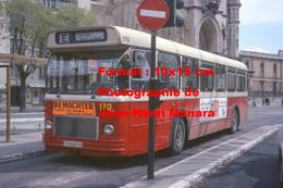 Reproduction Photographie Ancienne D'un Bus Saviem SC10 Ligne E Castanet Avec Publicités Nova Et Dewachter à Nîmes 1979 - Reproducciones