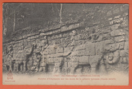 EX CAMBODGE - ANGKOR THOM - MARCHE D'ELEPHANTS SUR LES MURS DE LA GRANDE TERRASSE (HAUTS RELIEFS) - Cambodge