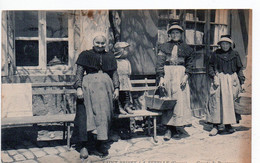 SAINT-PRIEST-LA-FEUILLE (Creuse) - Groupe De Paysannes - Altri Comuni