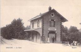 GARES Sans TRAIN - 51 - CRUGNY : La Gare - CPA Village ( 630 Habitants) - Marne - Gares - Sans Trains