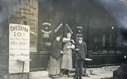 CARTE PHOTO-NON SITUÉE-CAFE-BILLARD-VINS-ABSINTHE DE PONTARLIER-JURA-MARC-PATRON-SERVEUR - Cafés