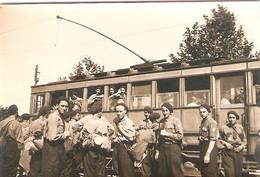 Rare Photographie De Roanne Pendant La Guerre, Départ Du CJF 21 En Tramway, 24 Août 1941, Chantiers De Jeunesse - Plaatsen