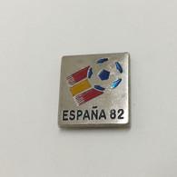 Football FIFA World Cup 1982 SPAIN / ESPANA 82, Soccer, Calcio, Vintage Pin, Badge - Calcio