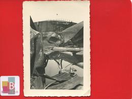 Photo Originale LE HAVRE Bacs à Pétrole  La CIM  Snapshot Homme Escaladant  Bombardements - Lieux