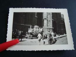 Photo  Procession Du Car D'or Avec La Châsse Ste Waudru  Mons En 1956 (10cm/7cm) - Lieux
