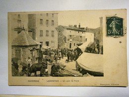 Lamontgie Jour De Foire, Bel état Mais Légère Coupure Sur Le Côté Droit, Voyagée Environ1903, Envoi En Lettre économiqu - Otros Municipios