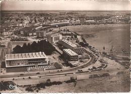 ROYAN (17) Le Palais Des Congrés Et Le Front De Mer - Vue Aérienne  CPSM GF - Royan