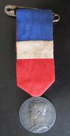 France - Médaille Du Travail En Bronze Argenté Signée Borrel Et Attribuée En 1926 - Avec Son Ruban - Professionals / Firms