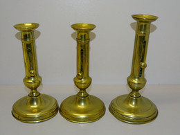 3 BOUGEOIRS LOUIS PHILIPPE A BOUTON 1 PAIRE + 1 JUS DE GRENIER COLLECTION BOUGIE - Bronzi