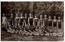Carte Photo Originale Scolaire - Groupe De Jeunes Filles En Maillots De Bains Vers Ostseebad Arendsee Vers 1920/30 - Personnes Anonymes