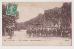 13 - TARASCON---Le Cours National--Défilé Des Hussards----animé - Tarascon