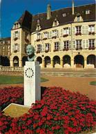57 - Thionville - Monument Robert Schumann - En Arrière Plan L'Hôtel De Ville - Fleurs - CPM - Voir Scans Recto-Verso - Thionville