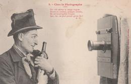 CPA Précurseur Chez Le Photographe N° 3 Appareil Photo Ivrogne Bouteille De Vin Poivrot  2 Scans - Men