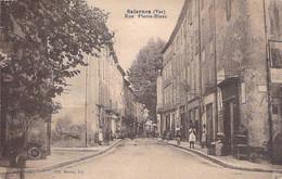83 - SALERNES : Rue Pierre Blanc - CPA Village (  Habitants )  - - Salernes