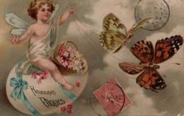 Belle Illustrée Gaufrée Et Dorée  : Petit Ange Assis Sur Un Gros Oeuf Tiré Par Des Papillons 2 - Angels