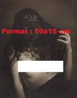 Reproduction D'une Photographie Ancienne D'un Portait D'une Femme Poitrine Nue Et D'un Foulard En Dentelle Noire 1946 - Reproductions