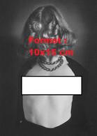 Reproduction D'une Photographie Ancienne Du Portrait D'une Jeune Femme Torse Nu Portant Un Gros Collier En 1939 - Reproductions
