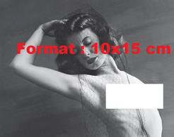 Reproduction D'une Photographie Ancienne D'un Portrait D'une Femme Nue Avec Un Filet Sur Les Cheveux En 1939 - Reproductions