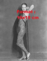 Reproduction D'unePhotographie Ancienne D'une Jeune Femme Nue Vêtue D'une Combinaison En Dentelle Transparente En 1920 - Reproductions
