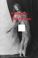 Reproduction D'unePhotographie Ancienne D'une Jeune Femme Nue Sous Un Voile Et Sur La Pointe Des Pieds En 1920 - Reproductions