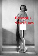 Reproduction Photographie Ancienne D'une Jeune Femme Nue Avec Des Chaussures à Talon, Avec Contre Elle Un Voile En 1930 - Reproductions