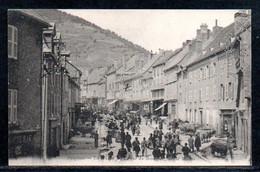 38-La Mure, La Rue Du Breuil Un Jour De Marché - La Mure