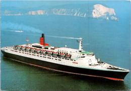 (2 A 14) Cruise Ship Queen Elizabeth 2 - Postcard Posted To Canberra - With Australian Dinasor Stamp - Passagiersschepen