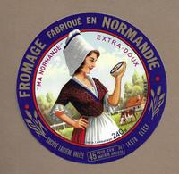 ETIQUETTE De FROMAGE..CAMEMBERT Fabriqué En NORMANDIE.. Ma Normande.. Société Laitière VALLEE à CLECY (14) - Cheese