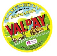 ETIQUETTE De FROMAGE..CAMEMBERT Fabriqué En NORMANDIE..VAL D'AY..REAUX à LESSAY ( Manche 50) - Cheese