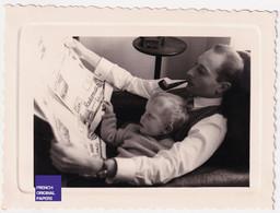 Beau Cliché - Jolie Photo Animée 1957 8x11cm - Enfant Lecture Journal Homme élégant Pipe Tabac A56-58 - Automobiles