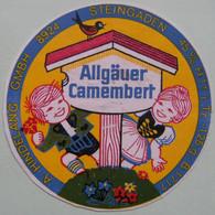 Etiquette Petit Camembert - Les Petits Bavarois - Fromagerie A.Hindelang à Steingaden Export - Allemagne   A Voir ! - Cheese
