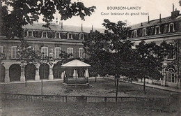 Bourbon Lancy Cour Intérieur Du Grand Hotel - Hotels & Restaurants
