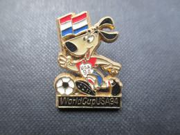 PIN'S (M2114) WORLD CUP USA 94 (2 Vues) Mascotte Jouant Avec Une Balle - Calcio