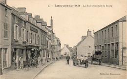 D50  BARNEVILLE SUR MER  La Rue Principale Du Bourg - Barneville
