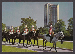 110963/ WESTMINSTER, The Life Guards Passing The London Hilton - Londres – Suburbios