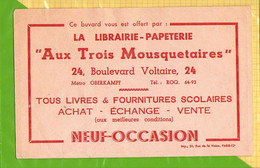 BUVARD & Blotting Paper :   Librairie Papeterie AUX TROIS MOUSQUETAIRES  Recto Verso - Stationeries (flat Articles)