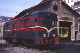 ReproductionPhotographie Ancienne De Deux Trains Des Chemins De Fer De Provence Arrêtés à Nice-Digne En 1977 - Reproductions